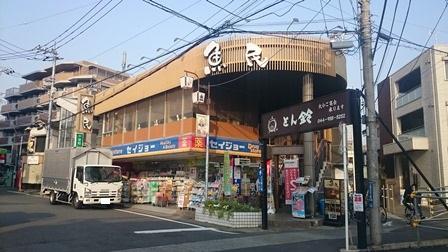 柿生駅前の商店