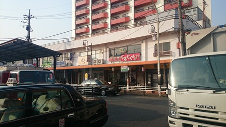柿生駅前の商店街