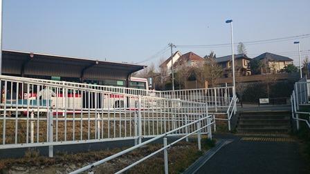 柿生駅のバスロータリー
