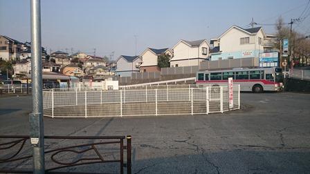 柿生駅の大きなバスロータリー