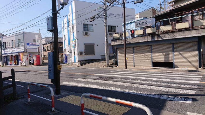 読売ランド前駅 横断歩道