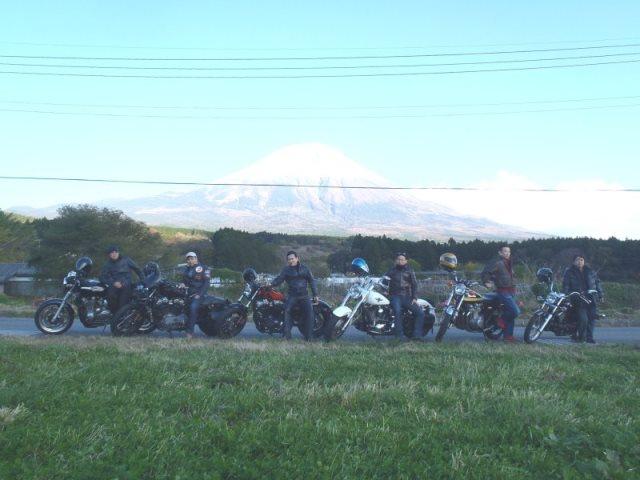 ツーリング 富士山をバックに