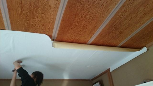 和室 天井のクロス貼り