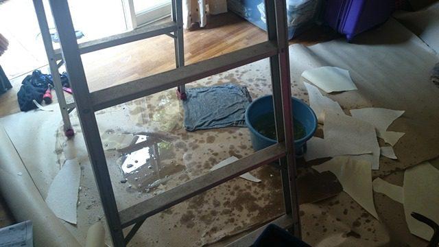 天井 水漏れ 壁紙剥がし