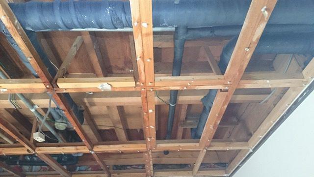 1階 天井裏 骨組み
