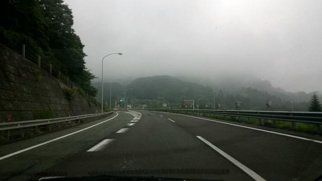 高速道路 霧 景色