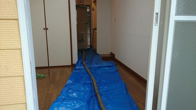 室内 バキューム管が横断