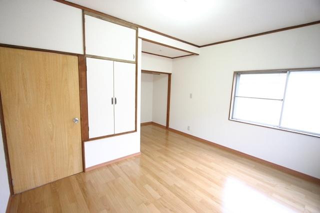 三輪町 2階洋室