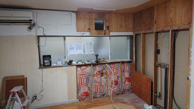 キッチン壁を解体