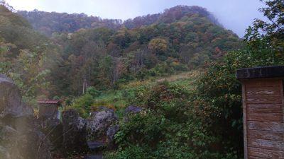 燕温泉 黄金の湯 更衣室の後ろの景色