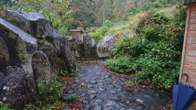 燕温泉 黄金の湯 敷地