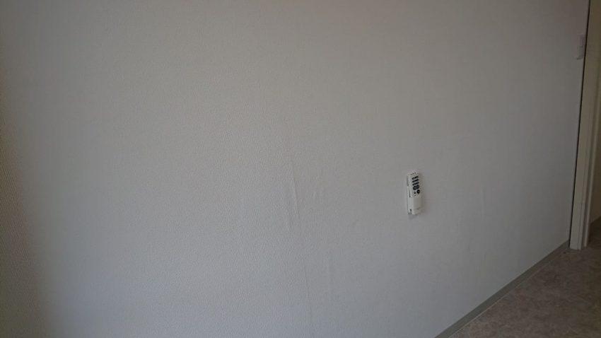 壁の穴の補修完成